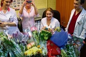 Учителя передарили цветы