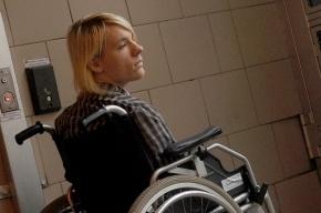 Знаменитости сели на коляски и проверили Москву на доступность для инвалидов (кадры)