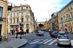 Пятеро хулиганов устроили погром рядом с Дворцовой площадью
