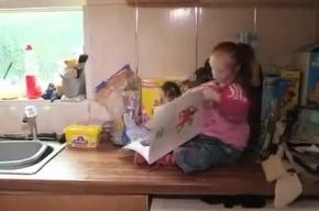 Шарлотта Гарсайд, самая маленькая девочка в мире, пошла в школу
