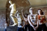 FEMEN Лувр: Фоторепортаж