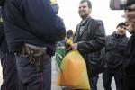 оранжевые штаны для Полтавченко: Фоторепортаж