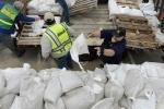Нью-Йорк готовится к урагану Сэнди: Фоторепортаж