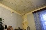 Фоторепортаж: «Крыша на Большом Сампсониевском, 70 течет уже два года»