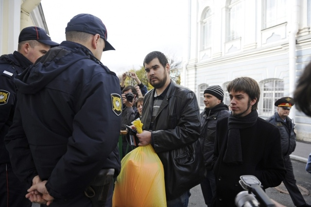 оранжевые штаны для Полтавченко: Фото