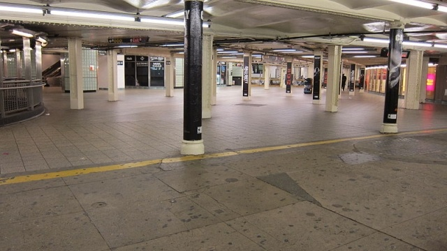 Times_Square_subway_station_shutdown_during_hurricane_Sandy.jpg
