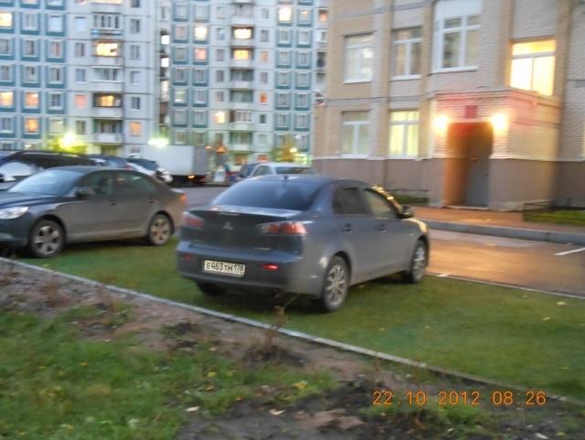 Детский сад на Богатырском превратили в парковку: Фото