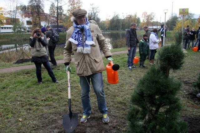Посадка деревьев в Удельном парке, Зенит, 12 октября 2012: Фото