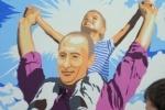 В юбилей Путина на пике Путина установили гигантский портрет Путина