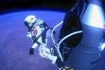 Парашютист-рекордсмен, прыгнувший на Землю из космоса, завершил карьеру