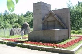 У музея «Шалаш Ленина» в Петербурге отобрали почти всю землю