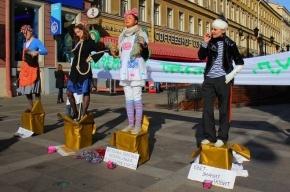 В Петербурге открыли памятник «Почему я такая дура?»