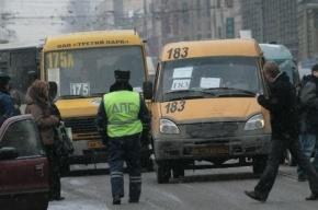 В Петербурге маршрутка столкнулась с «Ниссаном» полиции