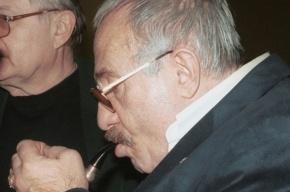 Сценарист фильмов «Свой среди чужих, чужой среди своих», «Проверка на дорогах» умер в Москве