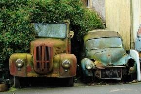 В Петербурге автомобили со спущенными шинами будут забирать как автохлам
