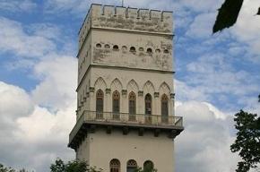 В Царском Селе восстановили Белую башню, стоявшую в руинах со времен войны