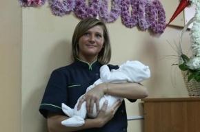 Пятимиллионная петербурженка получила свидетельство о рождении