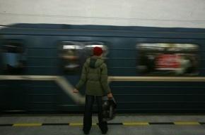 На «Электросиле» девушка упала на рельсы, поезда по синей ветке не ходят