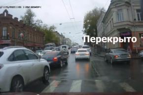 Кавказский свадебный кортеж проехал по центру Томска по своим собственным правилам