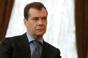 Обиженный петербуржцами Медведев решил летать на вертолете