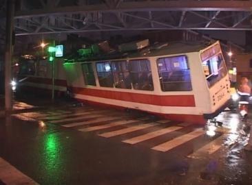 Трамвай сошел с рельсов 07.11.2012 (фото): Фото