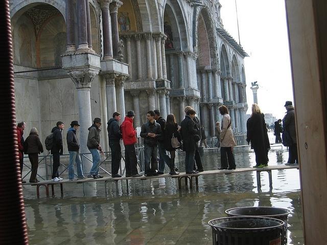 Наводнение в Венеции: большая часть города ушла под воду: Фото