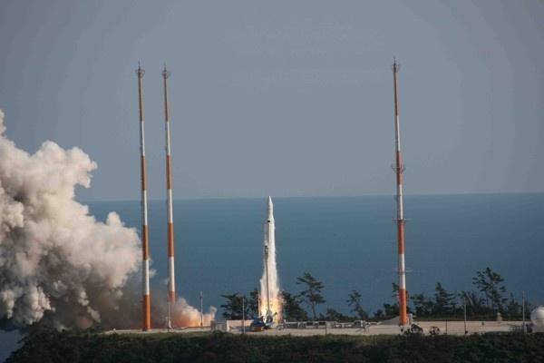 Пуск ракеты KSLV-1: Фото