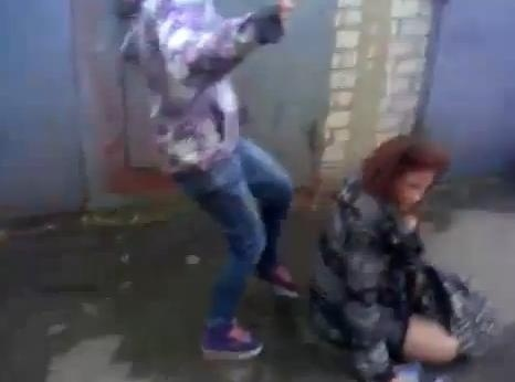 Избиение девушки во Владивостоке (смотреть): Фото