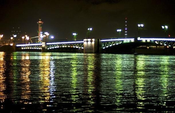 Дворцовый мост на ночь будут закрывать для транспорта