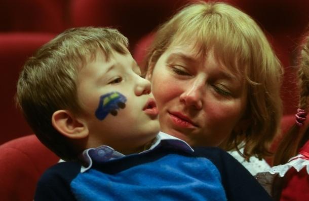 Легко ли быть мамой в Петербурге?