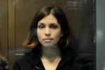 Защита просит освободить Толоконникову ради ее ребенка