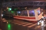 В Петербурге трамвай уехал от водителя и сошел с рельсов