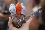 Под брендом Pussy Riot хотят выпускать авторучки и игрушки