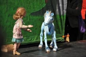 Петербург заплатит 2 млн, чтобы показать кукольный спектакль для взрослых в Лаосе