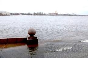 В Петербурге начинается небольшое наводнение