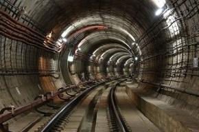 На зеленой ветке метро встали поезда