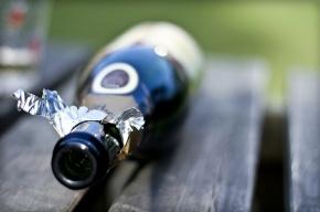 Лжеполицейские пытали петербурженку бутылкой шампанского и пистолетом