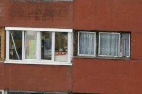 В Петербурге школьница впала в кому, после того как на нее с 8 этажа упало оконное стекло