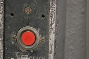 Право на «тревожную кнопку» дадут всем 80-летним петербуржцам