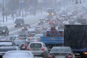 Москва встала в мертвых пробках из-за снегопада