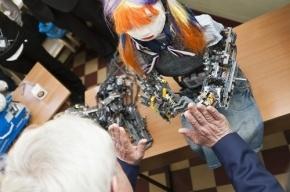 Петербургский робот, с которым Полтавченко играл в ладушки, стал мировой звездой