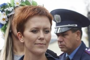 Лидера Femen задержали в аэропорту Петербурга