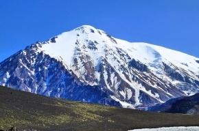 Вулкан Плоский Толбачик начал извергаться, по склону стекает лава