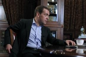Медведеву понравилась идея переезда судов в Петербург: будет меньше соблазнов на них влиять