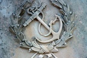 В Петербурге вандалы украли якорь с памятника погибшим подводникам