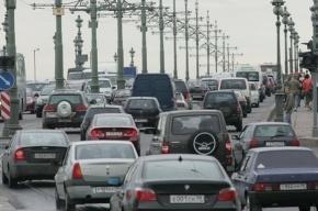 В Петербурге серьезные пробки из-за коммунальной аварии на площади Труда