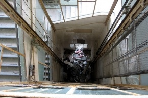В петербургском роддоме сотрудник упал в шахту лифта