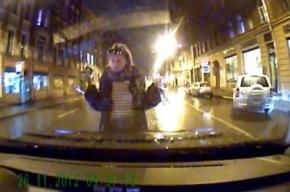 Петербурженка из популярного ролика «Пьяная рожа» протаранила три иномарки, сев пьяной за руль