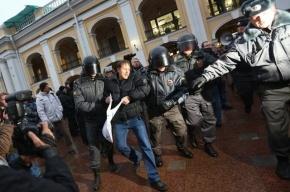 Пенсионера оштрафовали и посадили на сутки за требование открыть «Народный»