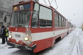 Трамвай столкнулся с автобусом на Лиговском проспекте